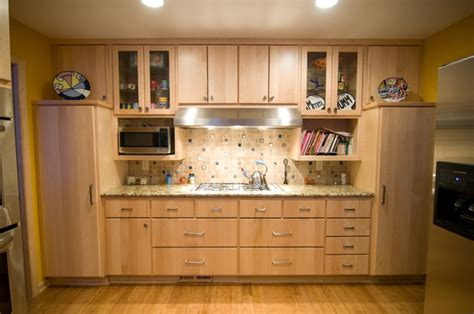 Natural Maple Kitchen   Traditional   Kitchen   minneapolis   by Country Cabinets