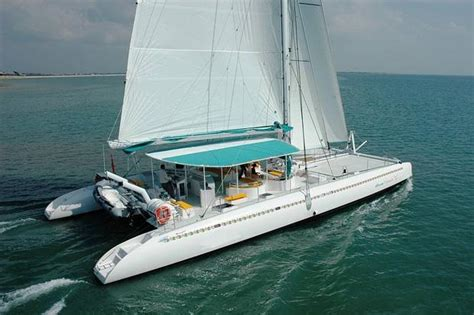 catamaran abu dhabi 20 ways to experience the luxury of abu dhabi
