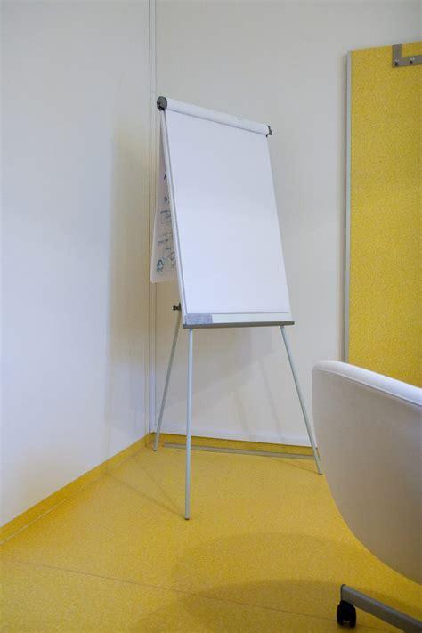 lavagna a fogli mobili lavagna treppiedi scrivibile e magnetica 68x100 per