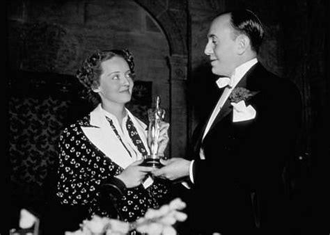 The Oscars Liveblog At Catwalk And Makeup by Bette Davis 1936 Oscars Retro Hair And Makeup