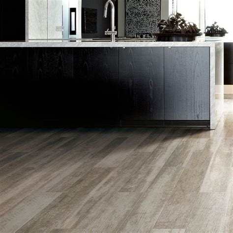 Light Grey Wood Floors by 25 Best Images About Seeing On Grey Wood Kitchen Cabinets And Porcelain Tiles