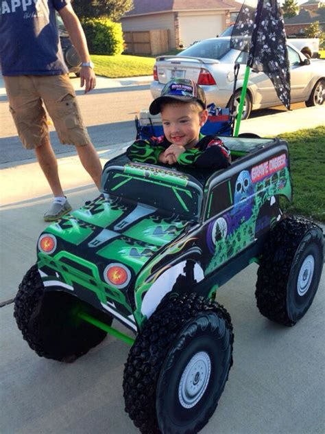 who drives grave digger monster truck 17 best images about floats on pinterest halloween