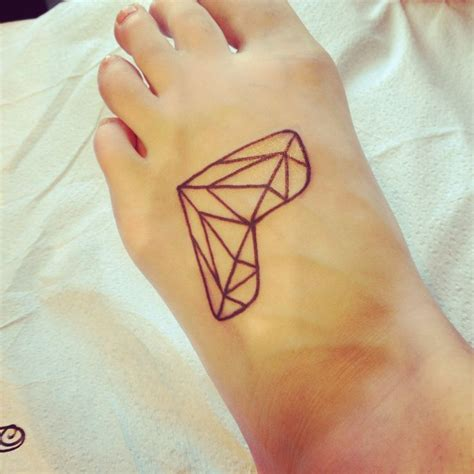 tattoo geometric heart geometric diamond heart tattoo pretty lady pinterest
