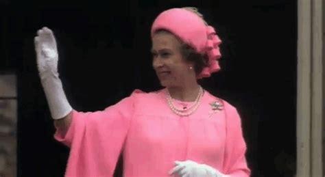 Elisabeth II en 20 gifs pour son anniversaire   L'Express