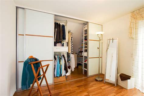 begehbarer kleiderschrank schräge schlafzimmer farben petrol