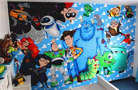 Sprei Carakter Tomas disney pixar wall mural