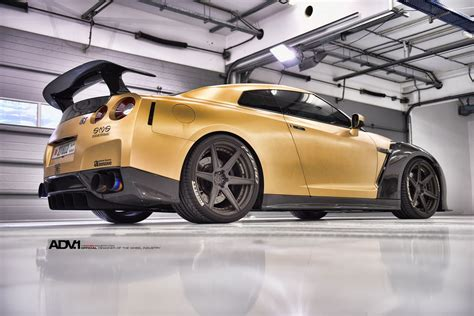 nissan gold carbon gold nissan gt r looks beyond mean 33 pics