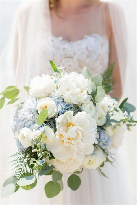 Wedding Bouquets Using Blue Hydrangeas by 1000 Ideas About Blue Hydrangea Centerpieces On