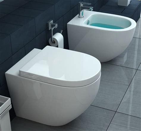 water bagno wc e bidet a terra in ceramica con copriwater chiusura