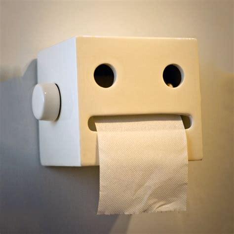 papier toilette marrant un robot distributeur de papier toilette topito