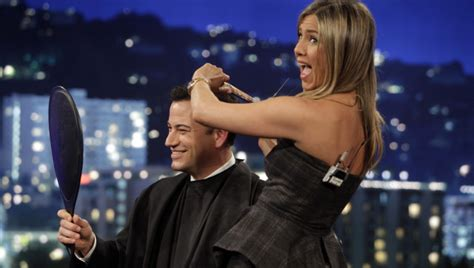 jimmy kimmel hair styles jennifer aniston gives jimmy kimmel a haircut live on