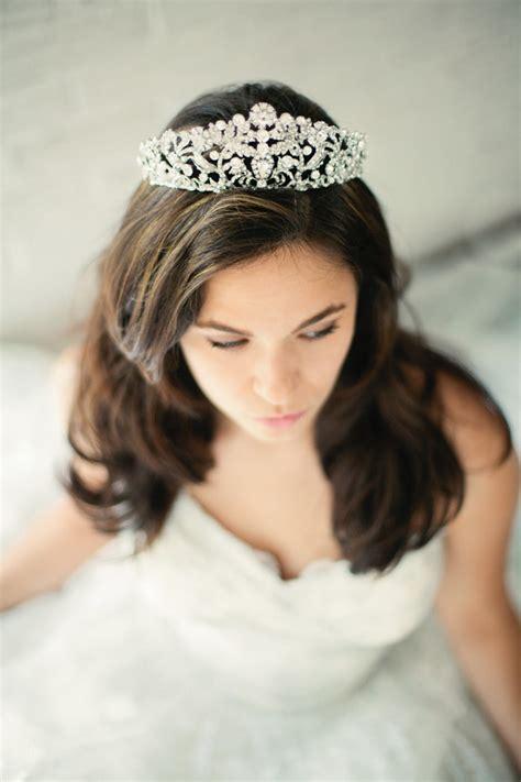 Wedding Hairstyles Based On Dress by Wedding Tiaras Hairstyles Tips In Choosing Bridal Tiaras