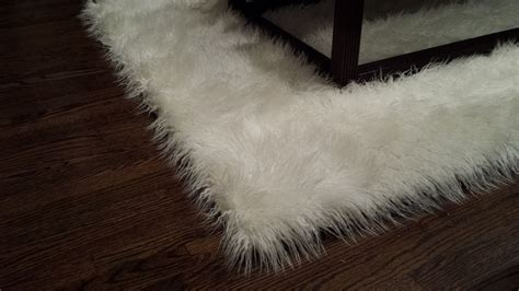fur accent rug handmade 5 x7 mongolian white faux fur accent area rug by salvani inc custommade com