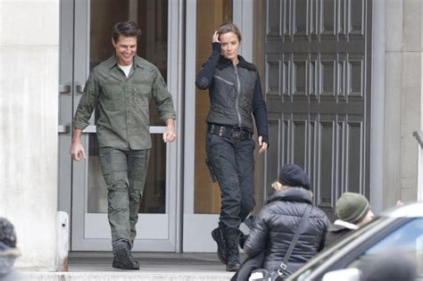 film tom cruise emily blunt tom cruise and emily blunt film all you need is kill