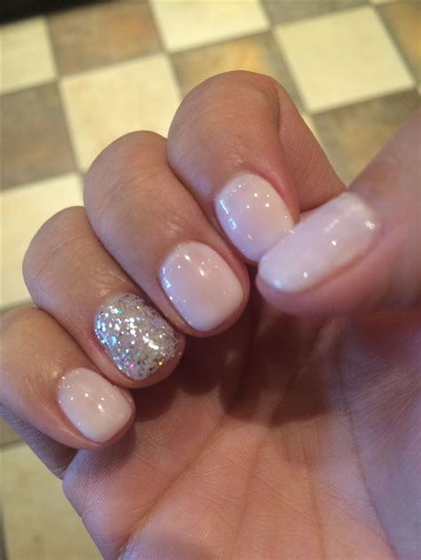 Vegas nails! No chip manicure using Gelish Romantique with