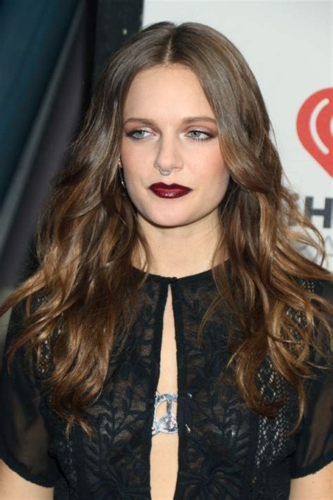 tove lo s hairstyles amp hair colors steal her style