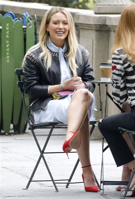 Hilary Duff Is The New Vaseline by Hilary Duff Quot Younger Quot Set In Bryant Park New York City