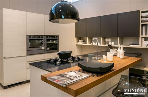 cucine con isola centrale prezzi cucina con isola scavolini modello motus scontata 41