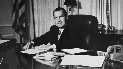 richard nixon and watergate the of the president and the that brought him books watergate news photos and abc news