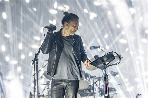 thom yorke thom yorke says he s ripping off the blade runner score