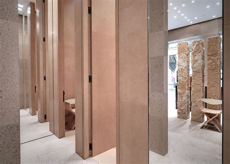 clothes changing room giada fashion boutique by claudio silvestrin milan italy 187 retail design
