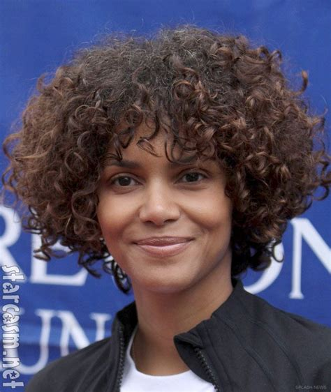 what does halle barre use in her hair to grt it to stand up on top 20 best halle berry images on pinterest hair cut