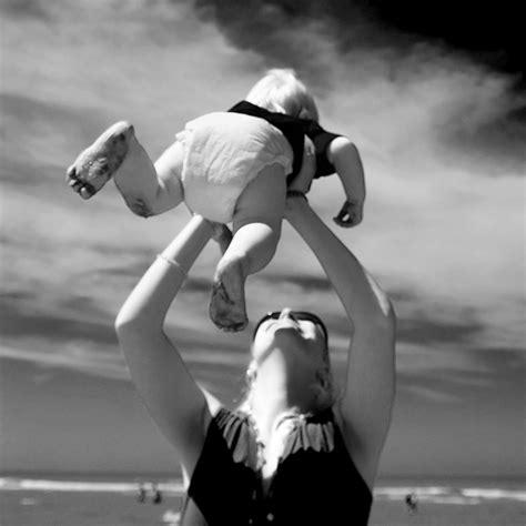 imagenes en blanco y negro tiernas 40 tiernas y conmovedoras fotos de madres con sus hijos