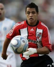 alexis sanchez quiere volver a river do man united need chilean ronaldo s alexis sanchez the