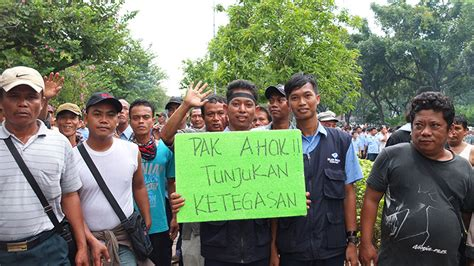 ahok uber public transport drivers in jakarta protest against go jek
