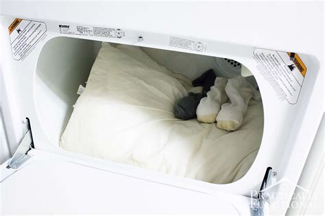 How To Clean A Pillow by How To Wash Pillows In The Washing Machine