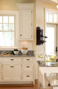 White Vintage Kitchen Cabinets Kitchens Cabinets Design Ideas And Pictures Smiuchin