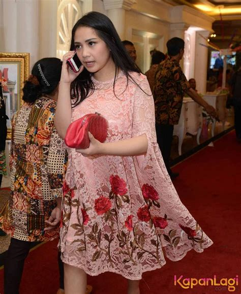 Dress Brukat Hitam Merah 867 best brokat images on wear dresses formal dress and kebaya