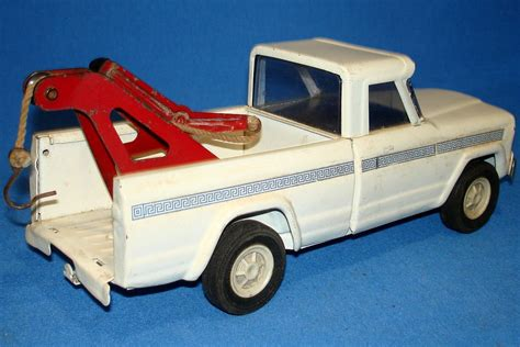 tow truck bed tonka toys pressed steel metal white jeep pickup tow truck