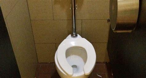 quanti bagni deve avere un bar toilette locali pubblici si pu 242 andare al bagno se non si