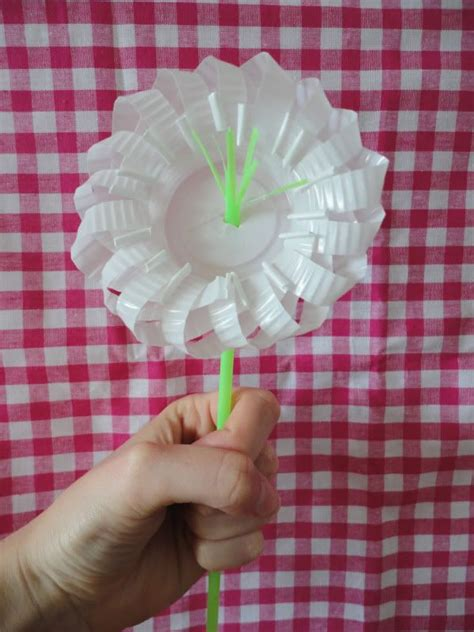 bloem van plastic bekertje plastic cup flower diy modular sculplture pinterest