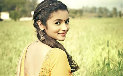 heroine best photos beautiful heroine alia bhatt in farm with cute smile
