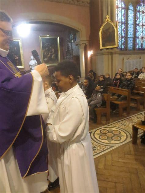 Kesya Instant prise d aube et remise de croix pour les servant e s d