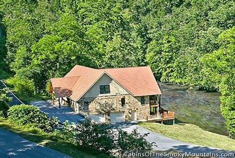 5 Bedroom Cabins In Pigeon Forge by Gatlinburg Cabin Riverside Lodge From 460 00