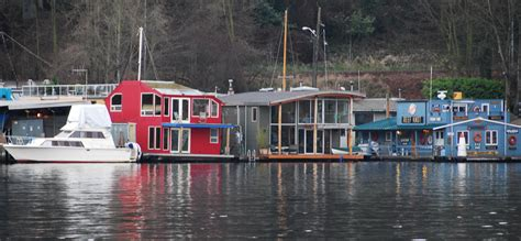 lake boat house i would buy a house boat ifiwonthelottery