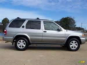 2001 Nissan Pathfinder 4x4 Silver Metallic 2001 Nissan Pathfinder Le 4x4