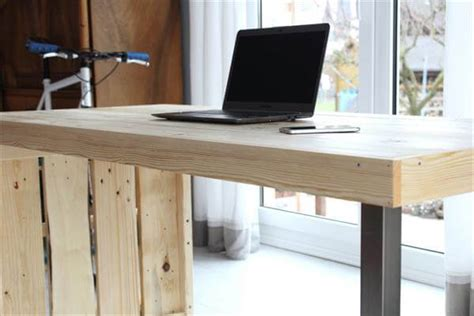 DIY Modern Chic Pallet Computer Desk   101 Pallets