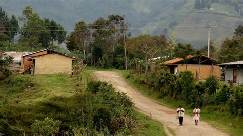 imagenes de casas urbanas y rurales cepal analiza la protecci 243 n social y el acceso a bienes y