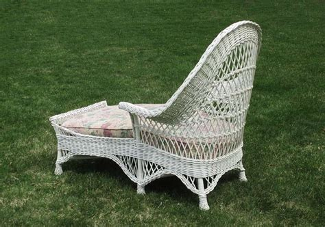 white wicker chaise lounge bar harbor wicker chaise lounge at 1stdibs