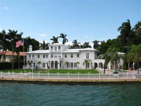 Tiny Homes Florida star island is a tiny neighborhood of massive houses