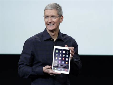 apple executives apple ceo tim cook i m proud to be gay