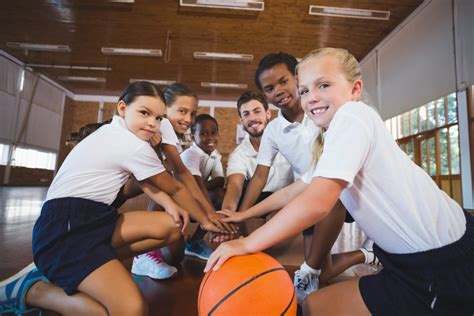 how to play basketball beginner how to play basketball basics for beginners on family