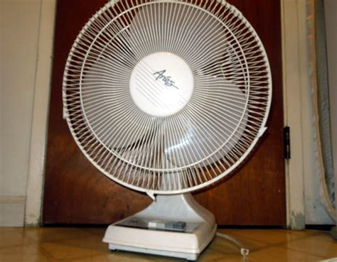 how much electricity does a fan how many watts of electricity does it take to power a