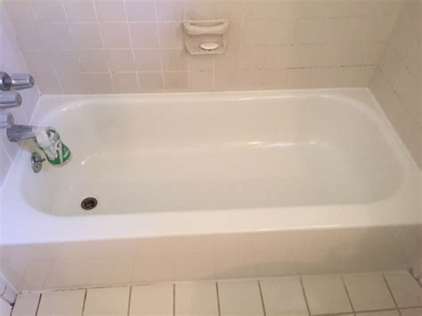 how to clean an old bathtub cleaning old bathtub 28 images a tub and sink cleaner