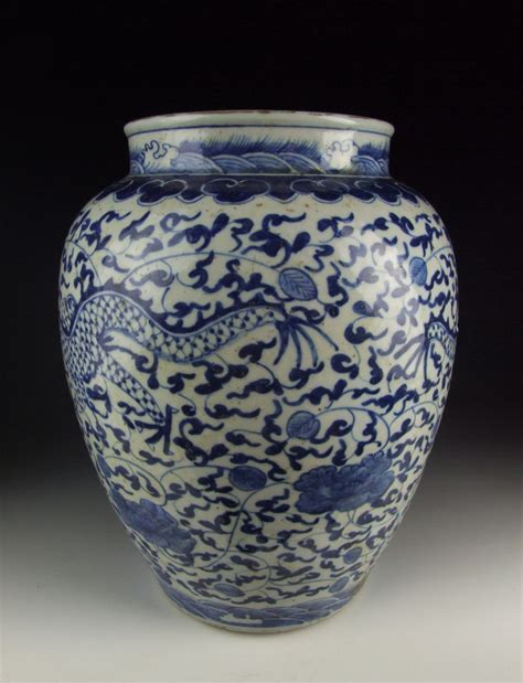 blue pattern vase chinese antique blue and white porcelain vase w dragon pattern