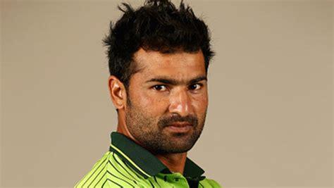 sohail khan suffers calf strain after icc cricket